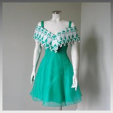 Vintage 1980s Kelly Green Party Dress with Enormous White Lace Off The Shoulder Collar S