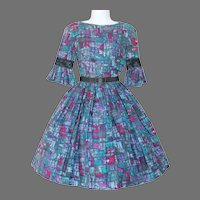 Vintage 1960s Novelty MCM Print Day Dress in Purples and Blues XS