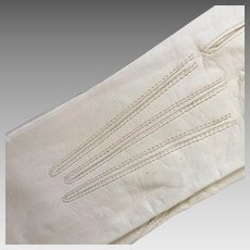 Vintage 1920s Creamy White Leather Gloves with Scalloped Cut Hems NOS