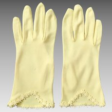 Vintage 1960s Sunny Yellow Cafe Gloves with Embroidered Flower Hems S