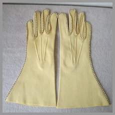 Vintage 1940s Butter Yellow Van Raalte Reindoe Gloves with Contrast Topstitching