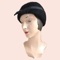 Vintage 1930s Black Winter Wool Cloche Hat with Bow and Arrow Ribbon Trim