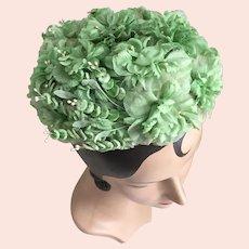 Vintage 1960s Tiny Spring Green Flower Pillbox Hat