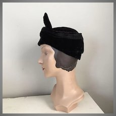 1930s Vintage Black Velvet Seamed Hat with Twist Bow Front