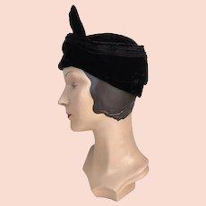 1930s Vintage Black Velvet Seamed Hat with Twist Bow Front