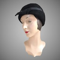 Vintage 1920s Black Cloche Hat with Bow and Arrow Ribbon Trim
