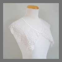 Vintage 1920s Hand Stitched Lace Collar with Rose and Flower Design