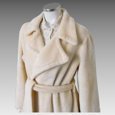 Vintage 1970s Creamy Beige Fluffy Plush Robe with Huge Notched Collar and Self Belt XL