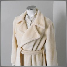 Vintage 1970 1980s Creamy Beige Fluffy Plush Robe with Huge Notched Collar and Self Belt XL