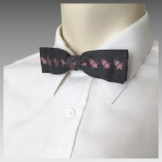 Vintage 1950s Grey and Pink Menswear Wembley Bow Tie Clip On