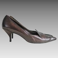 SUMMER SALE: Vintage 1960s Dark Brown Smooth and Pebbled Leather Pointed Toes Shoes Heels