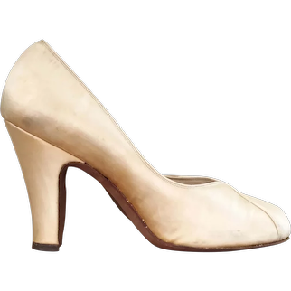 Vintage 1940s Bridal Wedding Champagne Candlelight Satin Baby Doll Shoes Heels by Andrew Geller