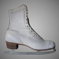 Vintage 1950s White Leather Canadian Flyer Silver Brazed Figure Skates .