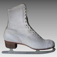 Vintage 1950s White Leather Canadian Flyer Silver Brazed Figure Skates .