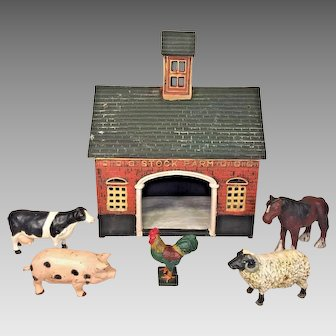 Vintage Cast Iron Stock Barn w/ 5 Metal Farm Animals Painted