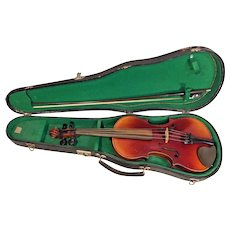 Antonius Stradivarius Style Violin 2 Piece Belly & Back in Case w/ Glasser Bow