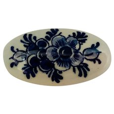 Floral Oval Delfts Pin