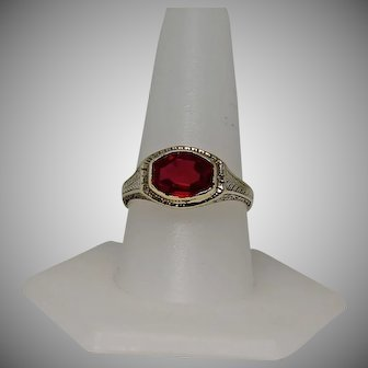 Vintage Red Stone Ring, Unisex 10 Kt YG, Size 10.25