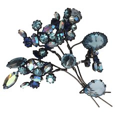 Schreiner Blue Flower Trembler Pin