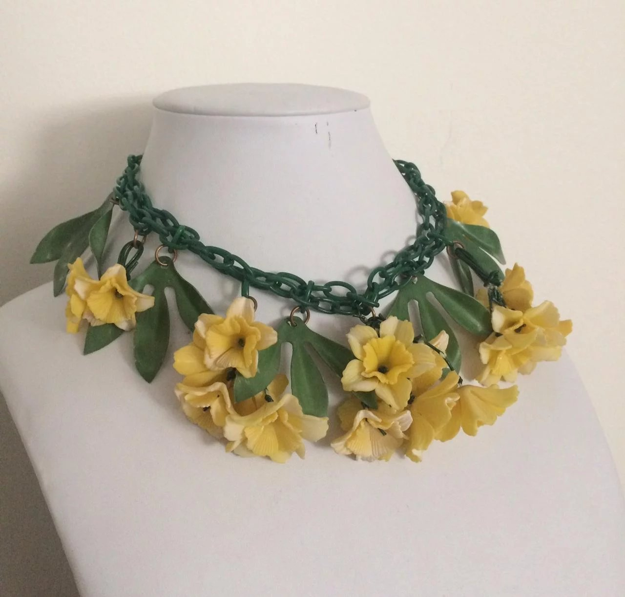 Yellow Celluloid Flower Necklace From The 1920s A Connoisseurs