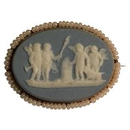 Antique 10k Wedgwood oval cherubs brooch