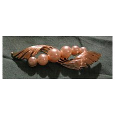 """Wispy """"Lisner"""" pin With Faux Pearls"""