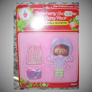 1981 Strawberry Shortcake Berry  Beachy/ Berry Quaint Wear MINT *NRFB