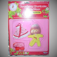 1981 Strawberry Shortcake Berry Quick/Berry Pretty  Wear *NRFB