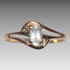 Beautiful 10 Kt Yellow Gold Aquamarine Ring Size 6.25