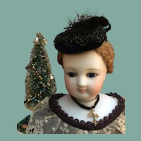 "Elegant black velvet toque for 17/18"" fashion doll"