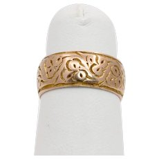 Late Victorian English 9K Rose Gold Floral Engraved Band Circa 1905