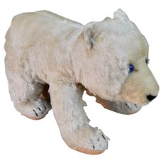 A lovely post-war Steiff polar bear on all fours, 1950s