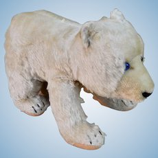 A lovely post-war Steiff polar bear on all fours, 1950s