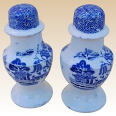 A pair of Willow-pattern pepper and salt pots, 19th century