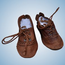A pair of antique doll's shoes size 5