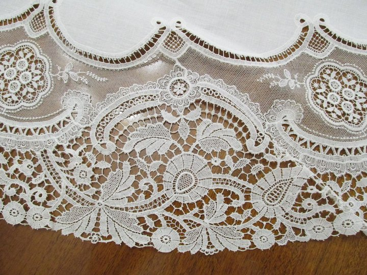 Vintage Cream Oval Needle And Bobbin Lace Tablecloth