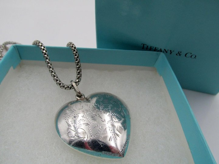 7bb7d516e Tiffany & Co. Sterling Silver Large Puffed Heart and Chain Necklace in  Suede Bag and