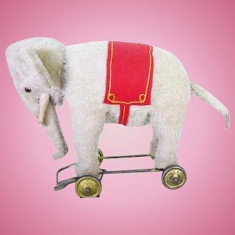 Schuc Yes/ No elephant on wheels circa 1920