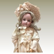 Beautiful Kammer and Reinhardt 23 inch girl doll
