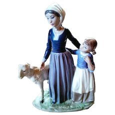 """Rare Lladro #5299 1985  Porcelain Figurine Vincente Martinez  """"Mother With Child And Lamb""""Limited Edition  Retired 1988"""