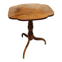 Early 19th Century American Flame Birch & Mahogany Tilt-Top Table