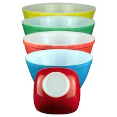 Pyrex Nesting Mixing Bowls