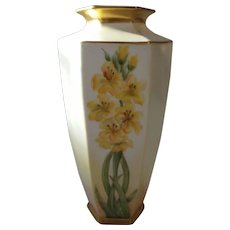 Prov Saxe ES Prussia Daffodil Vase