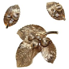 "Vintage  Signed ""CAPRI"" 1970'S Gold Tone  Leaf Brooch and Earrings Set"