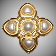 Vintage Givenchy Faux Pearl Brooch Pin   Style- GVC240