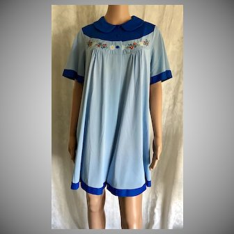 """1973 """"Shadowline """" 2 Piece Nightgown & Robe New w/Tags (Old Stock)"""