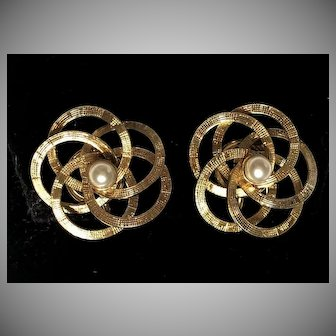 Vintage 1960's 1/20 12k G.F Carl-Art Love Knot Cultured Pearl Center Screw-back Earrings