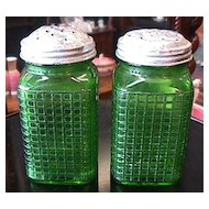 Illinois Ohio Range Shaker Set in Green Glass