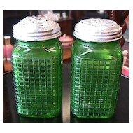 Illinois Ohio Range Shaker Set in Green Glass