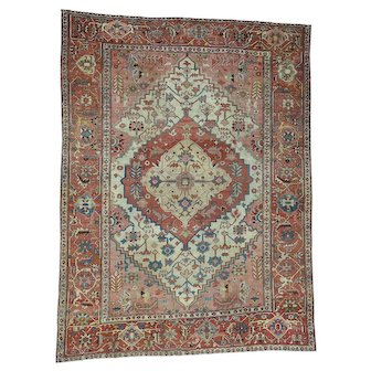 Excellent Condition Antique Persian Serapi Hand-Knotted Rug